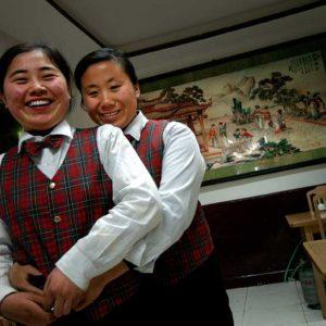 Servitriser från landsorten som jobbar på kvarterskrog i Peking, Kina Foto: Kjell Fredriksson