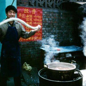 Nudeltillverkning i Peking, Kina Foto: Kjell Fredriksson