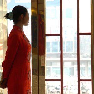 Resturangvärdinna i Peking, Kina Foto: Kjell Fredriksson