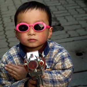 Ung man i staden Hangzhou i Kina, Porträtt i miljö Foto: Kjell Fredriksson