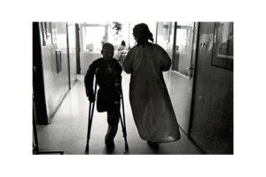 Barn på en cancerklinik i det forna Tjeckoslovakien 7/7, Timglaset barn Foto: Kjell Fredriksson